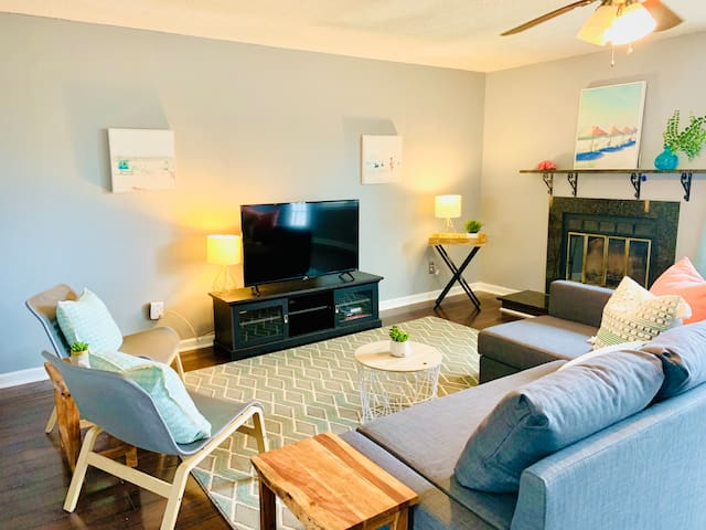 Recently renovated 2 bedroom/2 bath beach-chic townhome just a short drive to the Beach/Oceanfront!