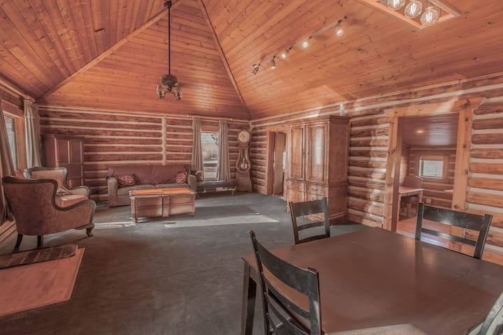 The Creekside Cabin at Erik's Ranch