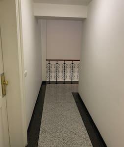 Geen traptreden of opstapje bij de ingang