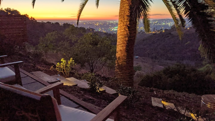 City/Sunset Views, Hot Tub!-Modern Private Cottage