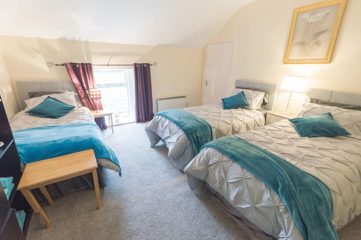 Bedroom 2 - 3 single Beds - 2nd Floor