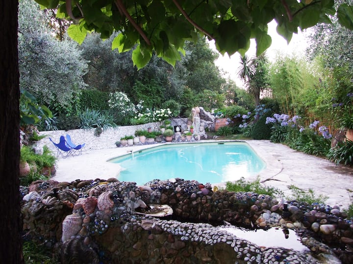 Studio proche Nice,  ds jardin insolite d'artiste