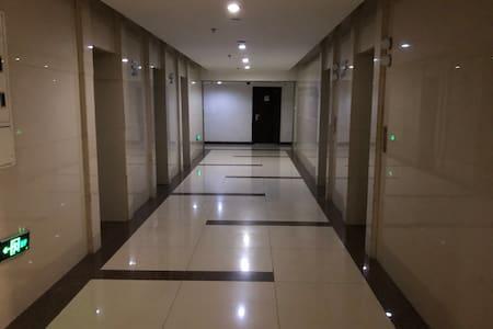 房间外走廊