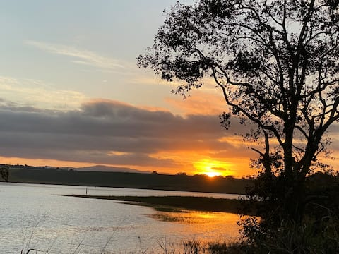 Lakeside Escape, Tinaburra/Yungaburra