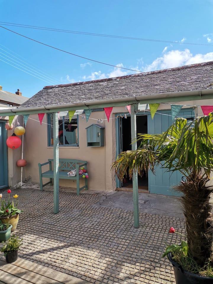 The Boathouse St Just Private Patio  & Veranda