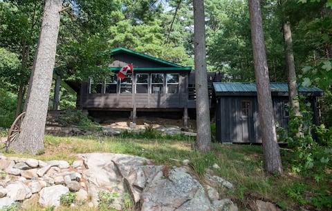 CARIBOU RUN - 2300 sq ft Log Cabin Sleeps 16 Sauna