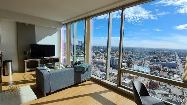Luxurious Modern high-rise fantastic views