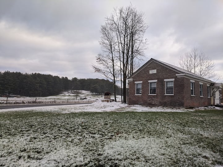Gramp's Old School - Historic School near Saratoga