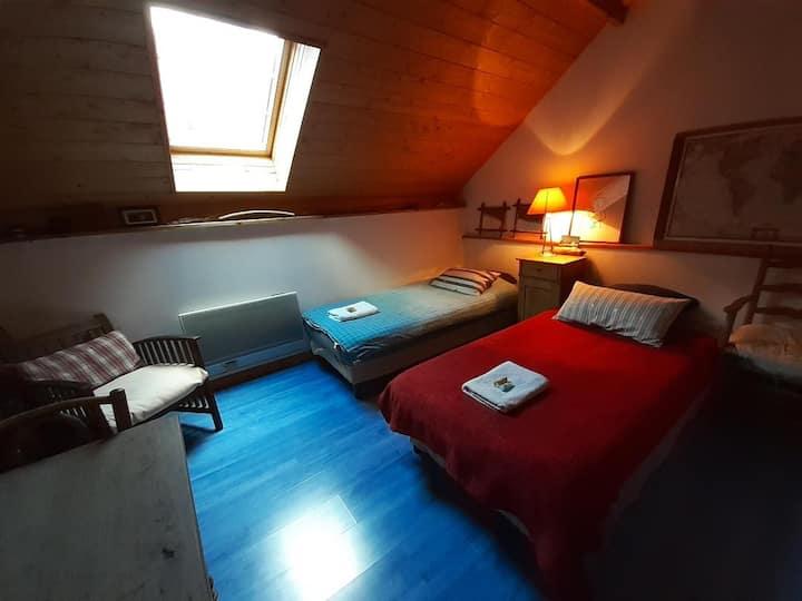 Chambre sous les toits- petit déjeuner  inclus