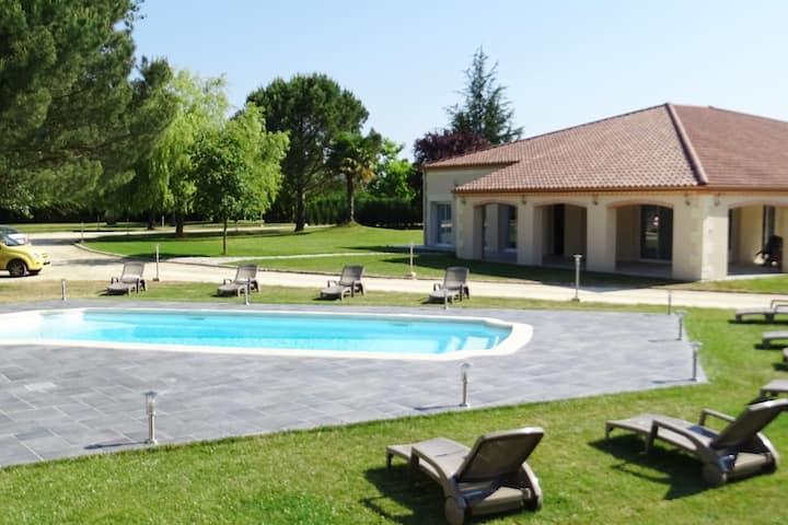 grande villa  piscine 5 minutes de bergerac