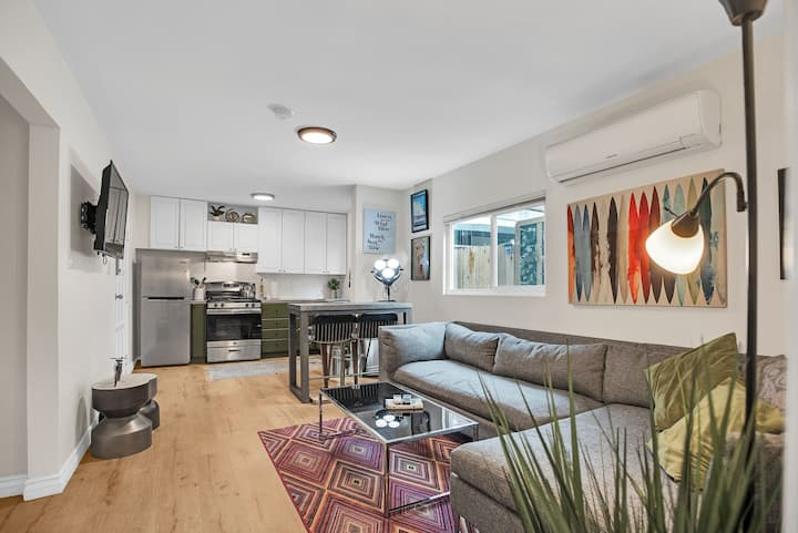 Cozy & private Spanish bungalow w/ lots of light