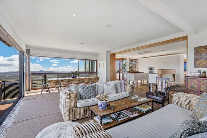 Luxury home with endless views - Sunshine Coast