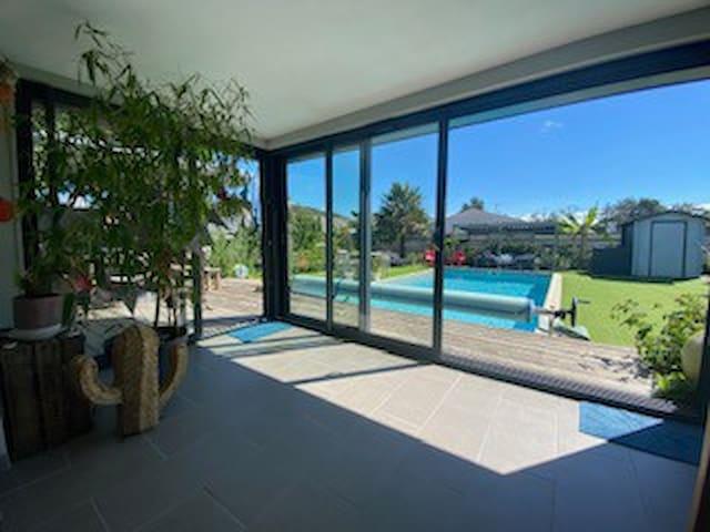 Villa et dépendance avec piscine