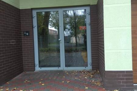 Wejście do budynku głównego.