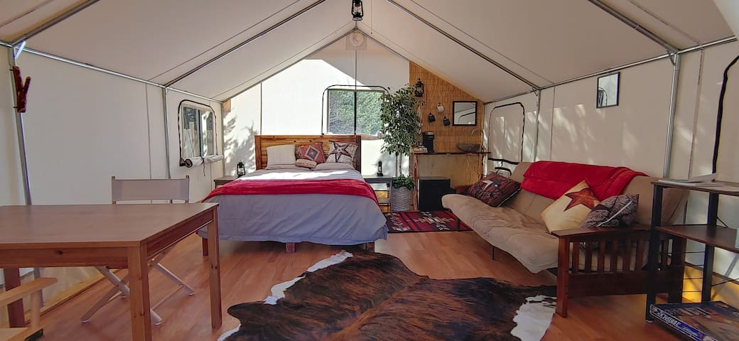 Country luxury - secluded safari tent glamping