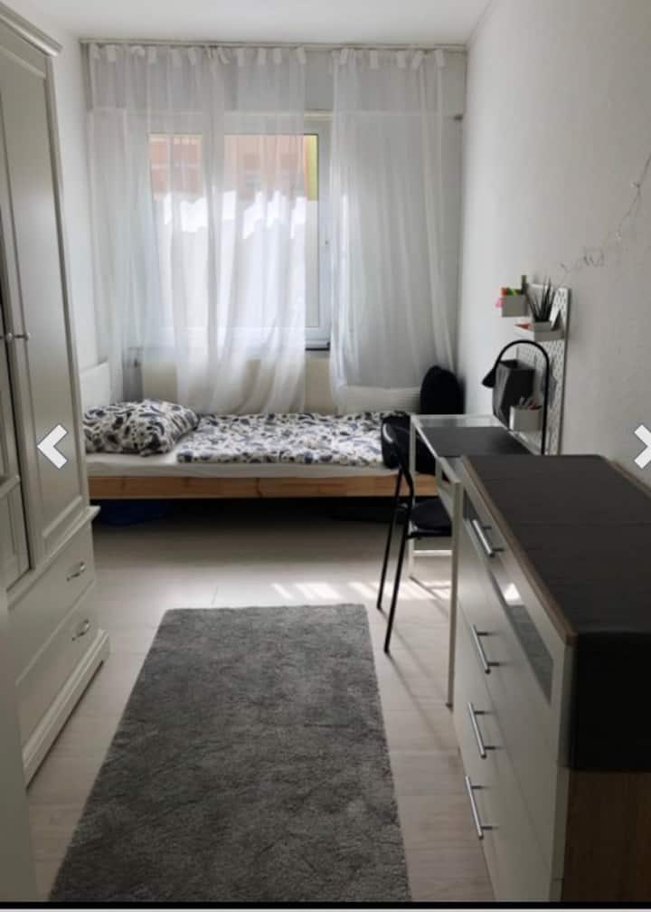 Ein schönes Zimmer in 4-er WG