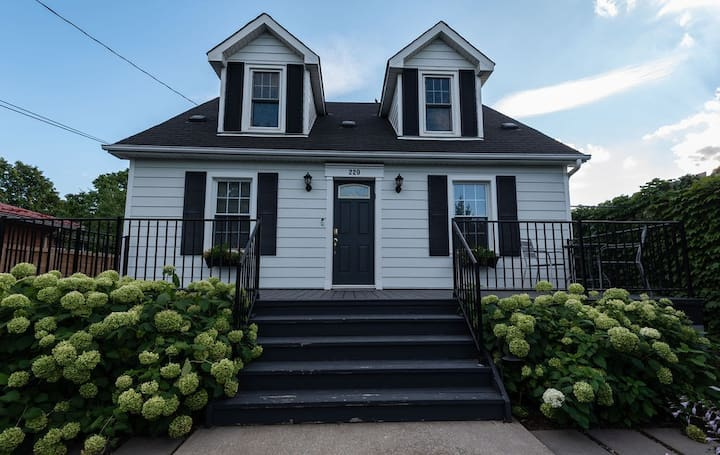 Your home away from home...in the heart of NOTL!