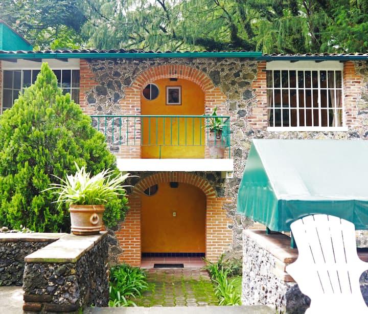 La Garcia Marquez/ King - Vista a la Montaña - Río