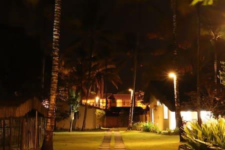 Todas áreas esterna da casa dispone de luzes