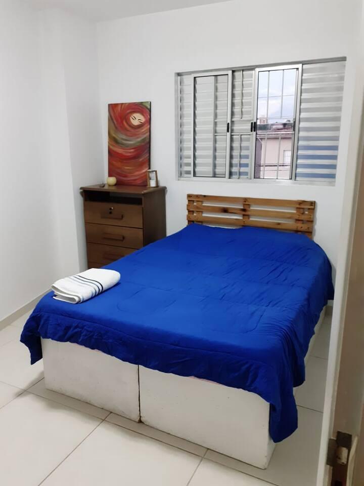 Alugamos quarto individual aconchegante