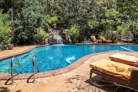 The Jungle Oasis с бассейном с подогревом