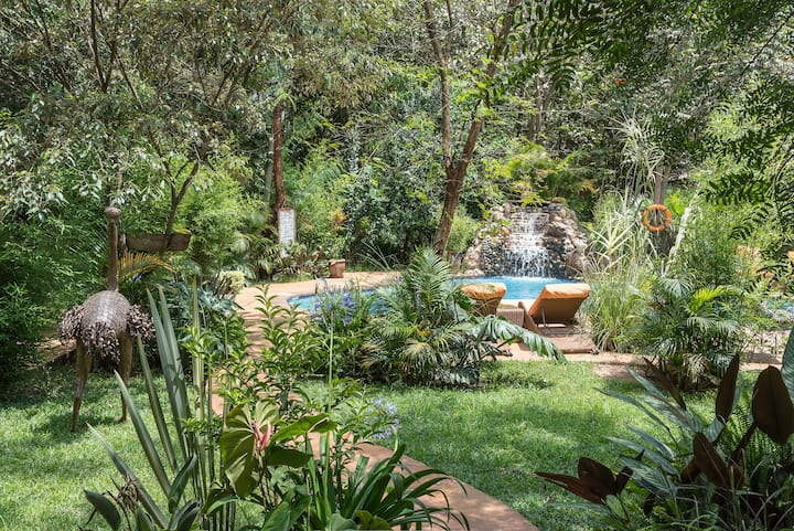 Nature Lovers - this poolside getaway is for you!