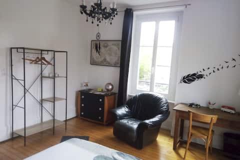 Étage privé avec chambre,Sdb, salon (Belfort gare)