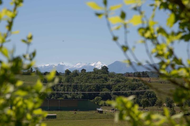 5 i Vue sur la majestueuse Chaîne des Pyrénées
