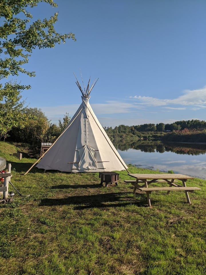 Tipi Glamping on Treaty Six Territory