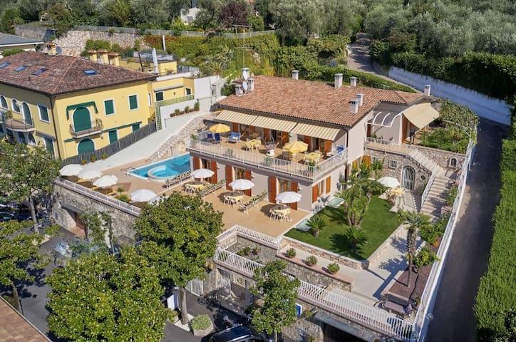La Cioca monoloc. piscina-giardino-solarium-garage