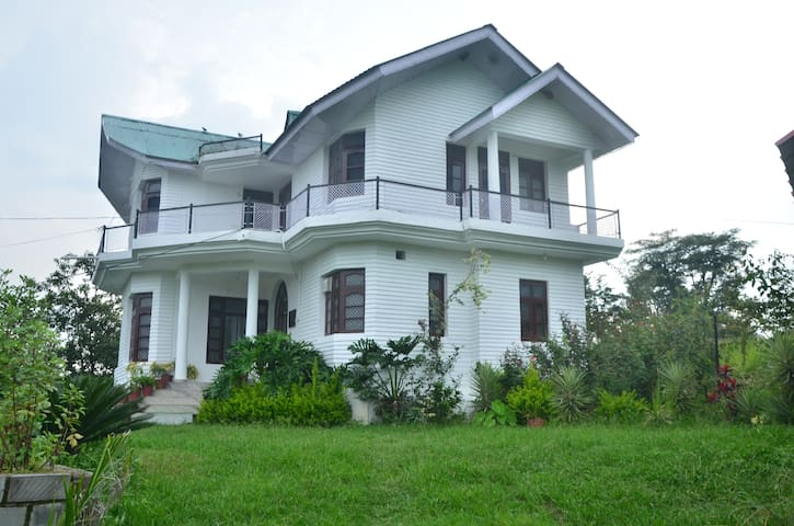 STERLING HOME STAY  DHAULADHAR MOUNTAINS