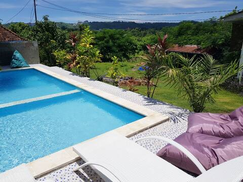 Good vibe place, garden and pool view, beach 2min
