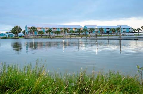 Kontiki Waterfront With Amazing Amenities!