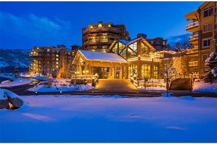 Canyons Studio Ski-in/Ski-out - Sleeps up to 4