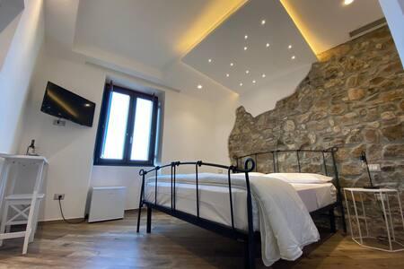 La Camera III dell'Orologio Bed & Breakfast è dotata di finestra vista mare.
