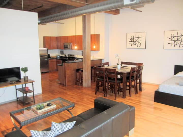 ✦Large Downtown Loft✦Sleeps 6✦Walk to Attractions✦