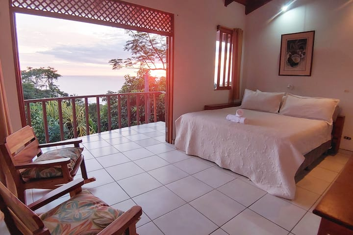 Ocean View Suite w/ Private Balcony. AC Wifi Pool