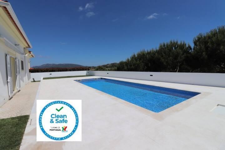 A Beautiful Villa & Pool, Nr Sesimbra, Sleeps 10