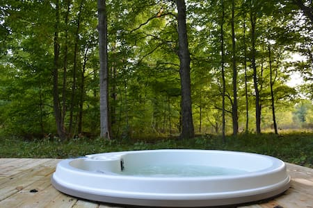 Cabin in the Woods with Hot Tub!