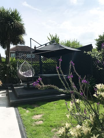 The Little House, Studio with hot tub, Bangor West