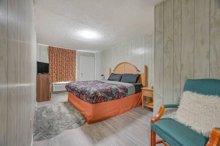 2nd floor... 1st bedroom... 1 king size bed