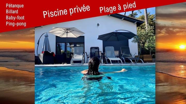 Villa 12p, piscine privée, plage à pied !