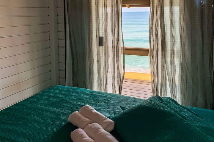 QUARTO  em casa na praia: durma em frente ao mar