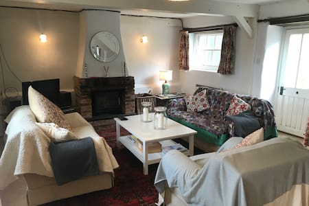The Cowshed - lovely cottage in a quiet corner