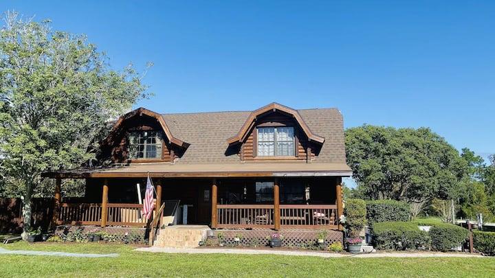 Cabin Retreat Home w/pool close to Disney World!