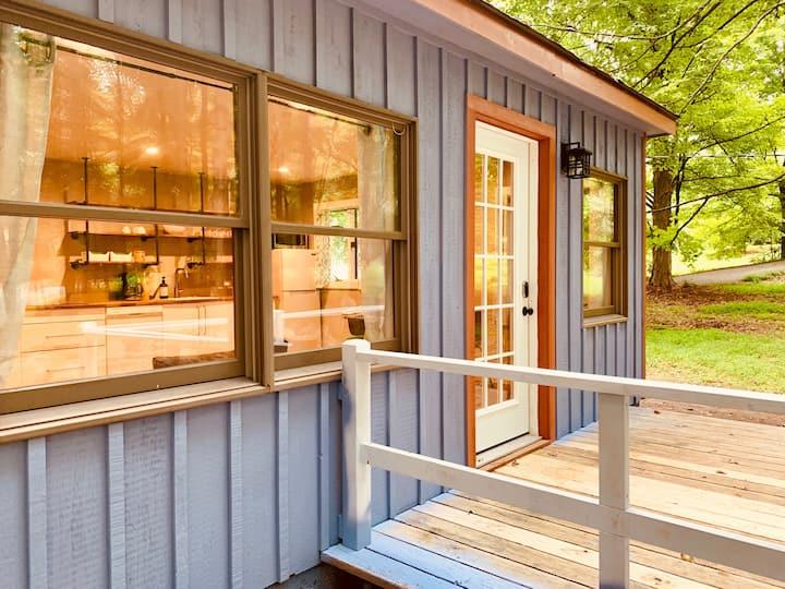 Arcady - Renovated, modern, 1br cottage