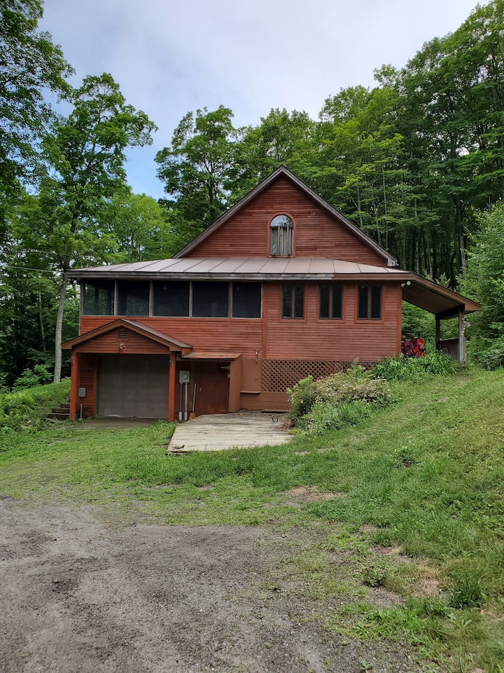 Strafford VT, Post and Beam home, 36 wooded acres