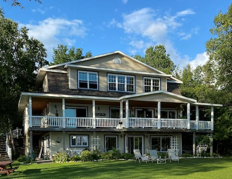Les Cheneaux Lake Cottage