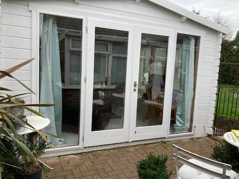 Bright clean country cabin accessible via A14