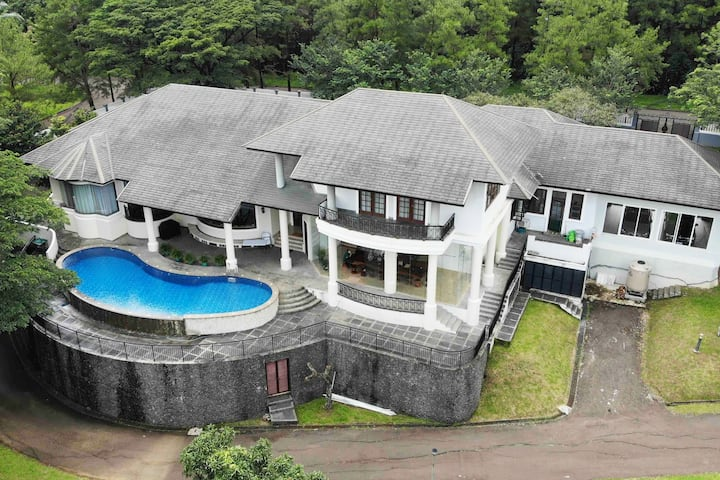 Mansion With A Million Dollar View @Sentul City